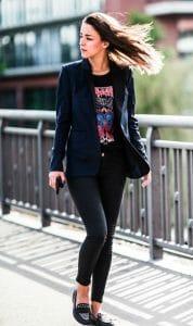 estilo rockero con leggings negras