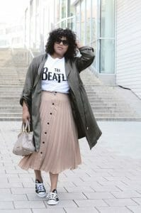 estilo rockero con falda plisada