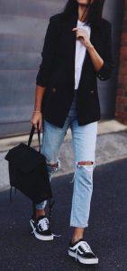 estilo rockero con blazer negro